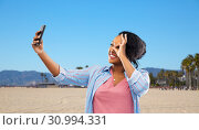 Купить «african american woman taking selfie by smartphone», фото № 30994331, снято 2 марта 2019 г. (c) Syda Productions / Фотобанк Лори