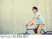 young hipster man riding fixed gear bike. Стоковое фото, фотограф Syda Productions / Фотобанк Лори