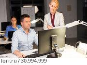 Купить «business team with computer working late at office», фото № 30994999, снято 6 декабря 2017 г. (c) Syda Productions / Фотобанк Лори