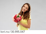 Купить «young woman or teenage girl with flower bouquet», фото № 30995047, снято 29 января 2019 г. (c) Syda Productions / Фотобанк Лори