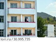 Купить «North Korea. Apartment house», фото № 30995735, снято 3 мая 2019 г. (c) Знаменский Олег / Фотобанк Лори