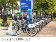 Купить «Станция велопроката на Никитском бульваре в Москве», фото № 31004383, снято 20 июня 2019 г. (c) Владимир Сергеев / Фотобанк Лори