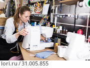 Young woman tailor working with modern sewing machine. Стоковое фото, фотограф Яков Филимонов / Фотобанк Лори