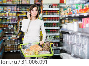 Купить «Laughing woman talking on phone about shopping», фото № 31006091, снято 23 ноября 2016 г. (c) Яков Филимонов / Фотобанк Лори