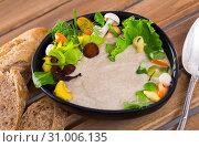 Купить «Mushrooms cream soup with grain baguette», фото № 31006135, снято 19 июля 2019 г. (c) Яков Филимонов / Фотобанк Лори