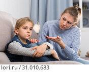 Купить «Dissatisfied mother scolds little girl», фото № 31010683, снято 22 января 2019 г. (c) Яков Филимонов / Фотобанк Лори