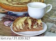"""Купить «Бисквитный пирог """"Зебра"""" и чашка с молоком», фото № 31039927, снято 28 июня 2019 г. (c) Елена Коромыслова / Фотобанк Лори"""