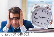 Купить «Businessman with giant clock failing to meet deadlines and missi», фото № 31040663, снято 18 сентября 2017 г. (c) Elnur / Фотобанк Лори