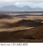 Купить «Wuestenhafte, bergige Landschaft mit Licht und Schatten, Moedrudalsfjallgardur, Hochland, Island, Europa», фото № 31043455, снято 21 января 2020 г. (c) age Fotostock / Фотобанк Лори