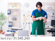Купить «Male handsome professional cleaner working in the office», фото № 31045243, снято 7 января 2019 г. (c) Elnur / Фотобанк Лори