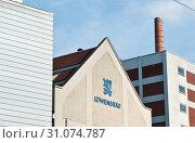 Купить «Лого Löwenbräu на здании. Мюнхен. Бавария. Германия», фото № 31074787, снято 17 июня 2019 г. (c) Екатерина Овсянникова / Фотобанк Лори