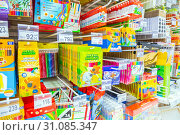 Купить «Russia Samara May 2019: a large selection of auto pens, pencils, markers and other stationery for schoolchildren. Text in Russian: colored pencils, wax crayons», фото № 31085347, снято 23 мая 2019 г. (c) Акиньшин Владимир / Фотобанк Лори