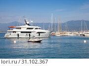 Купить «White pleasure yacht arrives to marina», фото № 31102367, снято 29 июня 2015 г. (c) EugeneSergeev / Фотобанк Лори