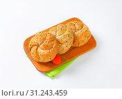 Купить «Three fresh buns on wooden cutting board», фото № 31243459, снято 1 октября 2014 г. (c) easy Fotostock / Фотобанк Лори