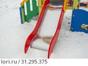 Купить «Empty metal slide for small children on snow-covered Playground, white snow background.», фото № 31295375, снято 19 января 2019 г. (c) easy Fotostock / Фотобанк Лори