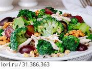 Купить «Dietary broccoli salad with chicken, sliced grapes, crushed nuts and yoghurt dressing», фото № 31386363, снято 13 января 2018 г. (c) easy Fotostock / Фотобанк Лори