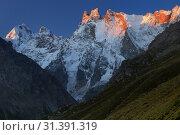 Dawn in mountains. Стоковое фото, фотограф александр жарников / Фотобанк Лори