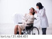 Купить «Old female psychiatrist visiting young male patient», фото № 31484451, снято 26 апреля 2019 г. (c) Elnur / Фотобанк Лори