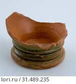 Купить «Bottom of earthenware beaker from Cologne, Green glazed, cup crockery holder soil find ceramic earthenware glaze lead glaze, hand-turned glazed baked Cup...», фото № 31489235, снято 4 ноября 2018 г. (c) age Fotostock / Фотобанк Лори
