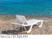 Купить «Empty white plastic chaise lounge on the background of the sea», фото № 31526931, снято 29 июня 2019 г. (c) Володина Ольга / Фотобанк Лори