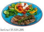Купить «Beef steak with vegetables, cheese and walnuts», фото № 31531295, снято 27 июня 2018 г. (c) Яков Филимонов / Фотобанк Лори