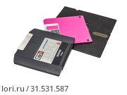 Купить «Старые компьютерные дискеты на белом фоне. Floppy disk and Iomega zip on the white background.», эксклюзивное фото № 31531587, снято 7 мая 2019 г. (c) Кузин Алексей / Фотобанк Лори