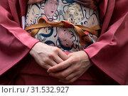 Купить «Крупным планом традиционное женское японское кимоно и оби – широкий японский пояс», фото № 31532927, снято 13 июля 2019 г. (c) Николай Винокуров / Фотобанк Лори