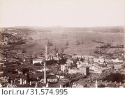 Unterer Bosporus: vorne Yeni Dschami, Constantinople and Bosporus: views and people, Pierre de Gigord collection of photographs of the Ottoman Empire and... (2018 год). Редакционное фото, фотограф © Liszt Collection / age Fotostock / Фотобанк Лори