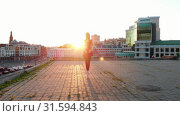 Купить «Young smiling woman ballerina stands up in her tiptoes in the pointe shoes and starts walking towards the camera - bright sunset», видеоролик № 31594843, снято 27 мая 2020 г. (c) Константин Шишкин / Фотобанк Лори