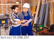 Купить «Worker man is clarifying details of work from foreman», фото № 31596331, снято 6 марта 2019 г. (c) Яков Филимонов / Фотобанк Лори
