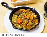 Купить «Catalan beans with blood sausage, chorizo, bacon», фото № 31596631, снято 23 июля 2019 г. (c) Яков Филимонов / Фотобанк Лори