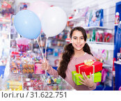 Купить «Smiling small girl receives boxes with gifts in the toys shop», фото № 31622751, снято 22 января 2018 г. (c) Яков Филимонов / Фотобанк Лори