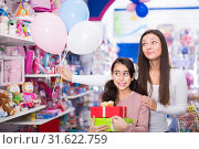 Купить «glad woman and daughter with gifts and balloons in the shop», фото № 31622759, снято 22 января 2018 г. (c) Яков Филимонов / Фотобанк Лори