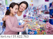 Купить «Mother with daughter delighted with choosing lollipop», фото № 31622763, снято 22 января 2018 г. (c) Яков Филимонов / Фотобанк Лори