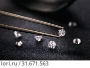 Купить «Драгоценный камень в пинцете», фото № 31671563, снято 22 апреля 2019 г. (c) Сергей Чайко / Фотобанк Лори