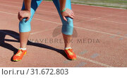 Купить «Low section of female athlete standing on running track 4k», видеоролик № 31672803, снято 17 апреля 2018 г. (c) Wavebreak Media / Фотобанк Лори