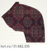 Купить «Lampas fragment with foliate medallions, 1300-1499. Spain, Granada, Nasrid period. Lampas: silk, average: 36.8 x 21.6 cm (14 1/2 x 8 1/2 in.)», фото № 31682335, снято 14 февраля 2019 г. (c) age Fotostock / Фотобанк Лори