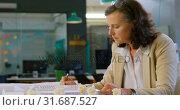 Купить «Female executive working at table in the office 4k», видеоролик № 31687527, снято 1 сентября 2018 г. (c) Wavebreak Media / Фотобанк Лори