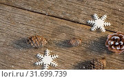 Купить «Falling snow with Christmas pine cone decoration», видеоролик № 31699739, снято 2 ноября 2018 г. (c) Wavebreak Media / Фотобанк Лори