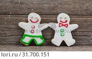 Falling snow with Christmas snowmen decoration. Стоковое видео, агентство Wavebreak Media / Фотобанк Лори