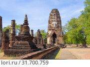Солнечный день на руинах древнего буддистского храма Wat Phra Pai Luang. Сукхотай, Таиланд (2018 год). Стоковое фото, фотограф Виктор Карасев / Фотобанк Лори