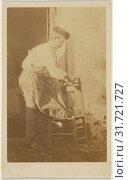 Man in a round cap, repairing a chair, 1870 - 1875, Albumen silver print (2018 год). Редакционное фото, фотограф © Liszt Collection / age Fotostock / Фотобанк Лори