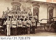Group portraits with 20 people, Firefighting in the Czech Republic, Vehicles in the Czech Republic, Korunní (Stráž nad Ohří), 1909, Karlovy Vary Region, Sauerbrunn, Freiwillige Feuerwehr (2019 год). Редакционное фото, фотограф Copyright Liszt Collection / age Fotostock / Фотобанк Лори