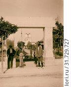 Jewish colonies and settlements. Tel Aviv. Entrance to the public garden. 1920, Israel, Tel Aviv (2018 год). Редакционное фото, фотограф © Liszt Collection / age Fotostock / Фотобанк Лори