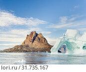 Uummannaq town on Uummannaq Island. America, North America, Greenland, Denmark. Стоковое фото, фотограф Martin Zwick / age Fotostock / Фотобанк Лори