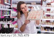Купить «Attractive young female looking for powder», фото № 31765479, снято 31 января 2018 г. (c) Яков Филимонов / Фотобанк Лори