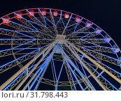 Купить «Анапа, колесо обозрения с ночной подсветкой», фото № 31798443, снято 22 июля 2019 г. (c) Овчинникова Ирина / Фотобанк Лори