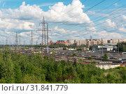 Купить «Городской пейзаж с ЛЭП и гаражами. Санкт-Петербург», эксклюзивное фото № 31841779, снято 7 июля 2019 г. (c) Александр Щепин / Фотобанк Лори