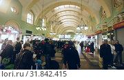 Купить «Interior of busy Moscow Kazansky railway station», видеоролик № 31842415, снято 1 мая 2019 г. (c) Яков Филимонов / Фотобанк Лори
