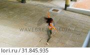 Купить «Young female dancer dancing in the city 4k», видеоролик № 31845935, снято 26 сентября 2018 г. (c) Wavebreak Media / Фотобанк Лори